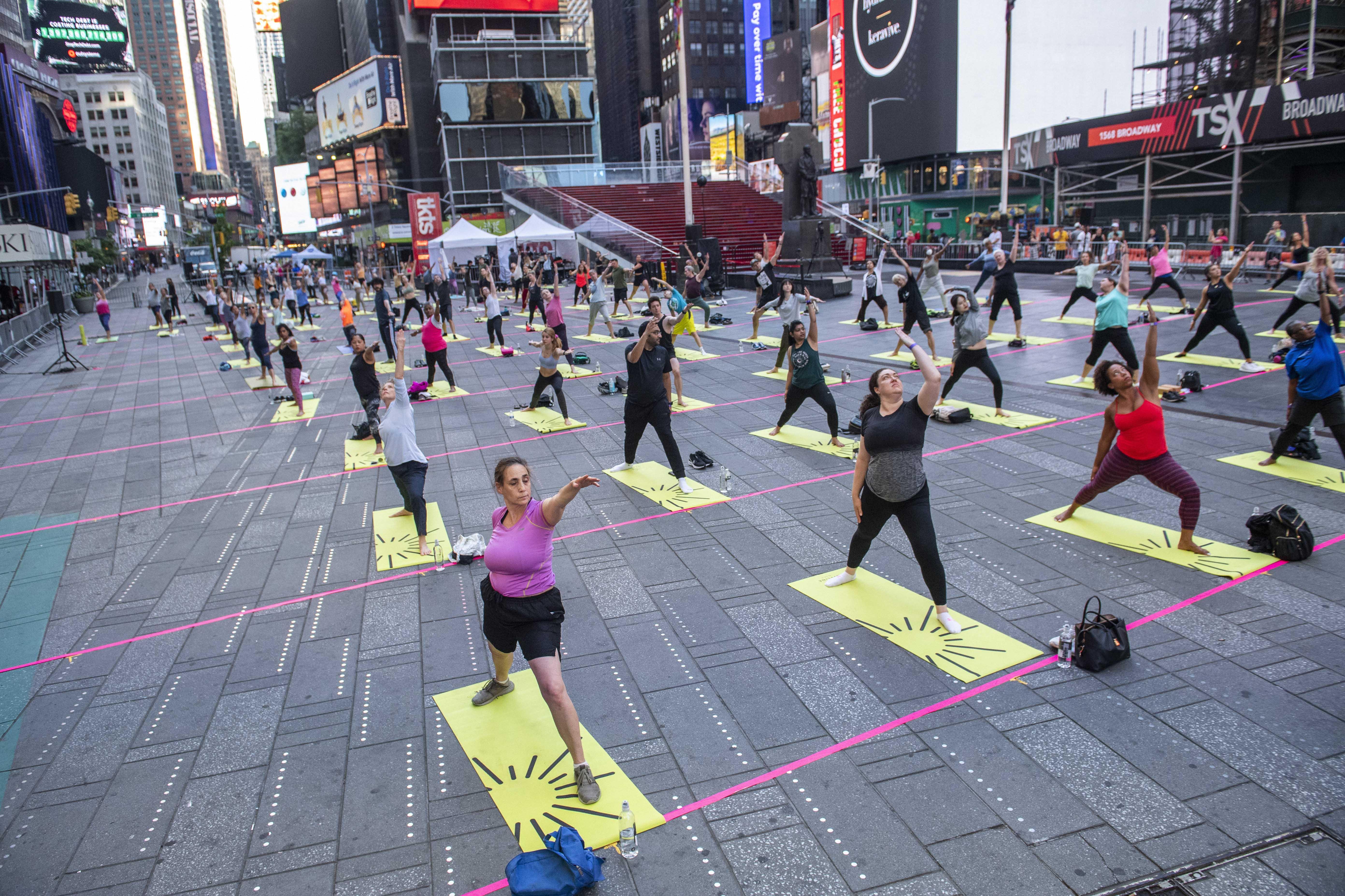 न्यूयॉर्क के मशहूर टाइम्स स्क्वायर पर हर साल होने वाला योग इवेंट किया गया। इसे माइंड ओवर मेडनेस योगा नाम दिया गया है।