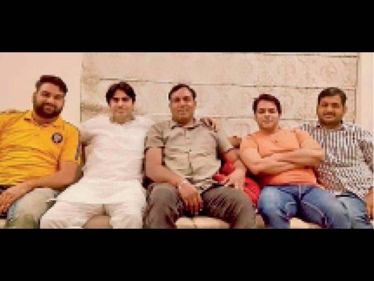 पैराेल पर आने के बाद गैंगस्टर राजू ठेहट के साथ फाेटाे खिंचाने की हाेड़, दर्जनभर वायरल नागौर,Nagaur - Dainik Bhaskar