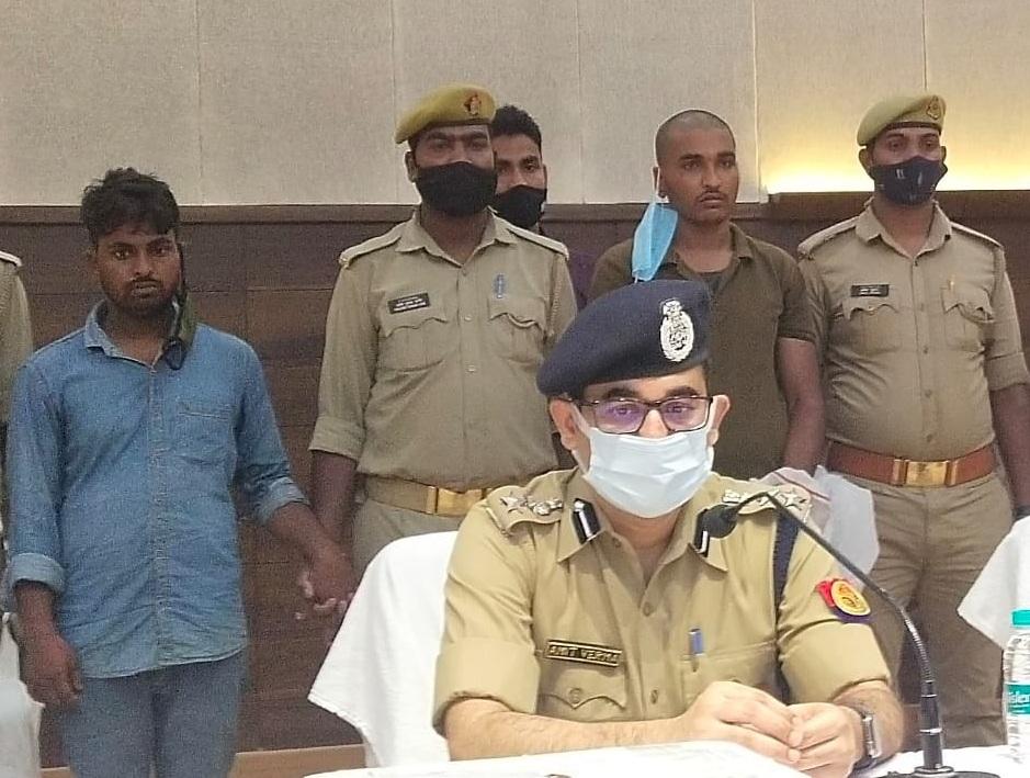 वाराणसी पुलिस ने 12.5 लाख रुपये और पिस्टल के साथ 2 बदमाशों को गिरफ्तार किया, दोनों पर था 25 और 50 हजार रुपये का इनाम वाराणसी,Varanasi - Dainik Bhaskar