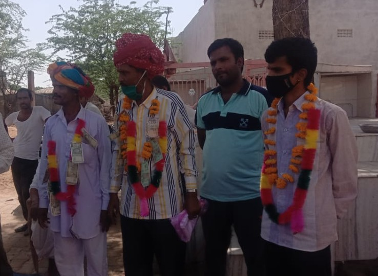 किसान ने 18 साल पहले 17 बीघे जमीन गिरवी रख 50 हजार रुपए कर्ज लिया था, नहीं चुका पाया तो भी साहूकार के बेटों ने लौटा दी 40 लाख की जमीन|नागौर,Nagaur - Dainik Bhaskar