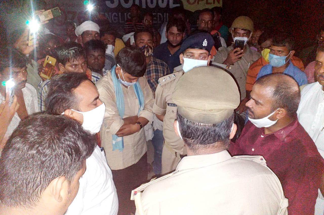 वाराणसी में मारपीट में जान गंवाने वाले युवक का शव घर पहुंचा तो परिजनों ने लगाया जाम, लापरवाही बरतने के आरोप में इंस्पेक्टर सिंधोरा सस्पेंड|वाराणसी,Varanasi - Dainik Bhaskar