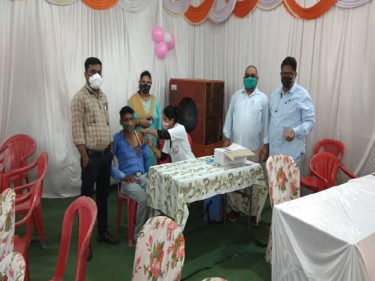 जबलपुर शहर के 126 केंद्राें में 41 और ग्रामीण के सभी 177 सेंटरों पर कोवीशील्ड तो अन्य पर को-वैक्सीन लगाई जा रही जबलपुर,Jabalpur - Dainik Bhaskar