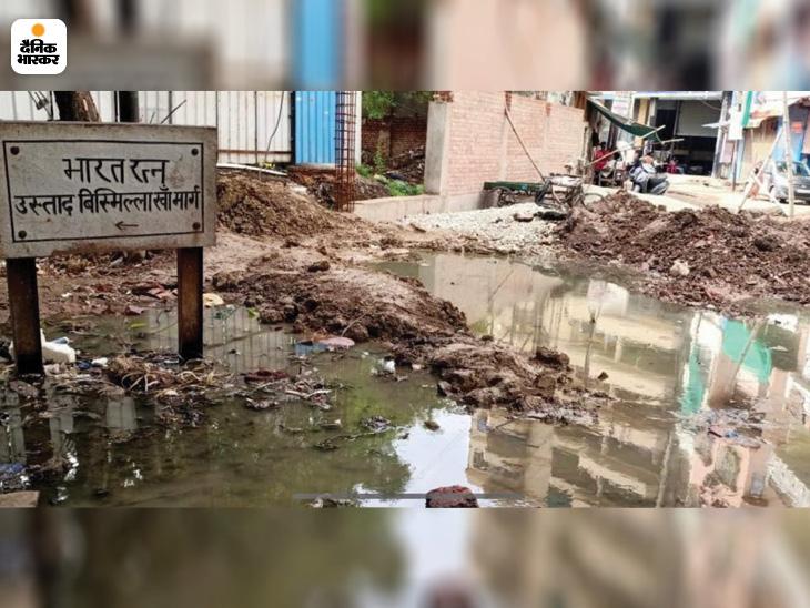 बिस्मिल्लाह खान मार्ग पर जमा पानी।