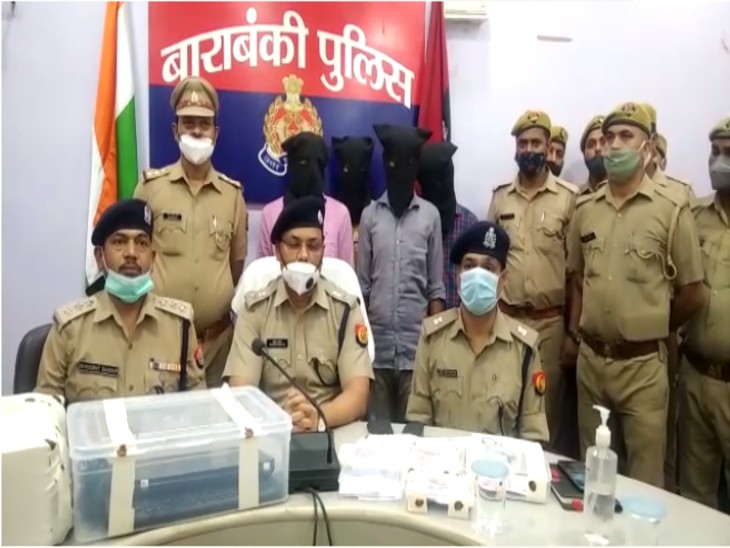 500-2000 रुपए को स्कैन कर प्रिंटर से सादे कागज पर छापते थे नोट; पुलिस ने गैंग के चार सदस्यों को किया गिरफ्तार, 2.11 लाख नकली करेंसी संग स्कैनर बरामद लखनऊ,Lucknow - Dainik Bhaskar
