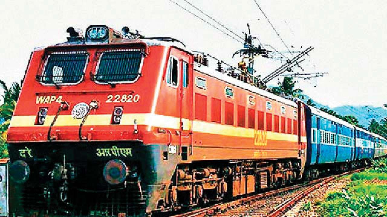 ट्रेन रांची से 23:55 बजे प्रस्थान करेगी। मुरी, बोकारो स्टील सिटी, गोमो होते हुए ट्रेन आनंद विहार 19:35 बजे पहुंचेगी। (प्रतिकात्मक फोटो) - Dainik Bhaskar