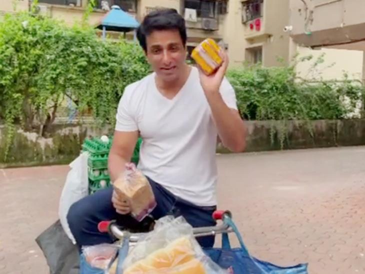 सोनू सूद ने साइकिल पर अपनी दुकान को सोनू की सुपरस्टोर नाम दिया है। - Dainik Bhaskar