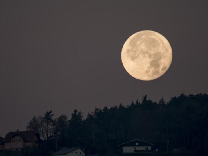 24 जून की रात दिखेगा स्ट्रॉबेरी मून, पूर्णिमा पर चंद्र को अर्घ्य अर्पित करें|धर्म,Dharm - Dainik Bhaskar