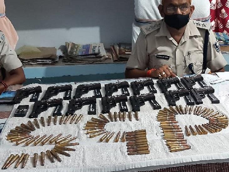 पुरुष साथी के साथ पुलिस-STF की टीम ने पकड़ा, पास से 13 पिस्टल, 13 मैगजीन, 100 जिंदा कारतूस मिले|मुंगेर,Munger - Dainik Bhaskar