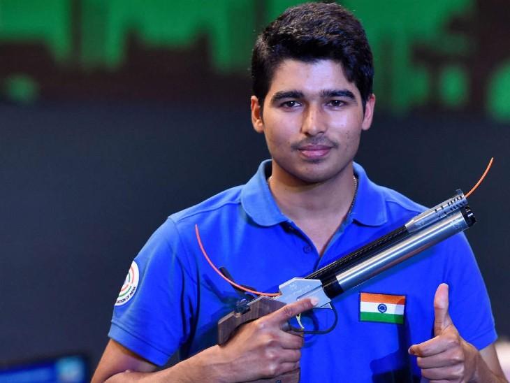 सौरभ ने 10 मीटर एयर पिस्टल में ब्रॉन्ज मेडल जीता; मनु सातवें और अभिषेक पांचवें स्थान पर रहे स्पोर्ट्स,Sports - Dainik Bhaskar