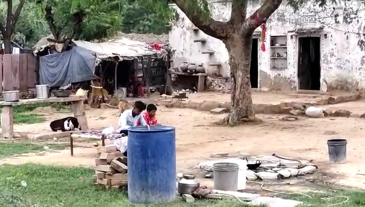नागौर जिले के गच्छीपुरा गांव में स्थित सवाई भाट का कच्चा घर।