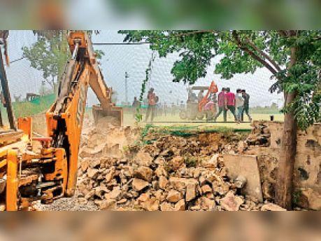 बालियावास में निगम की 70 एकड़ जमीन पर बनी अवैध स्पोर्ट्स अकेडमी, 13 वर्ष बाद खाली कराई गई गुड़गांव,Gurgaon - Dainik Bhaskar