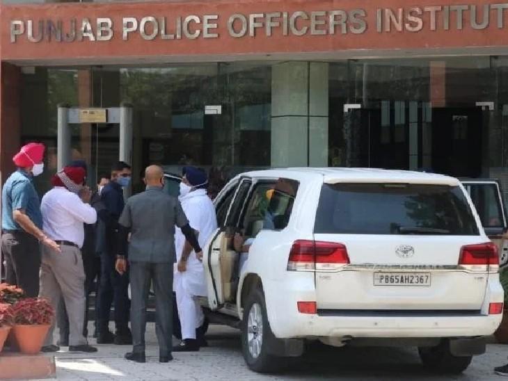 नई SIT के सामने पेश हुए पूर्व उपमुख्यमंत्री सुखबीर बादल, मंगलवार को ढाई घंटे तक हुई थी तत्कालीन मुख्यमंत्री प्रकाश सिंह बादल से पूछताछ चंडीगढ़,Chandigarh - Dainik Bhaskar