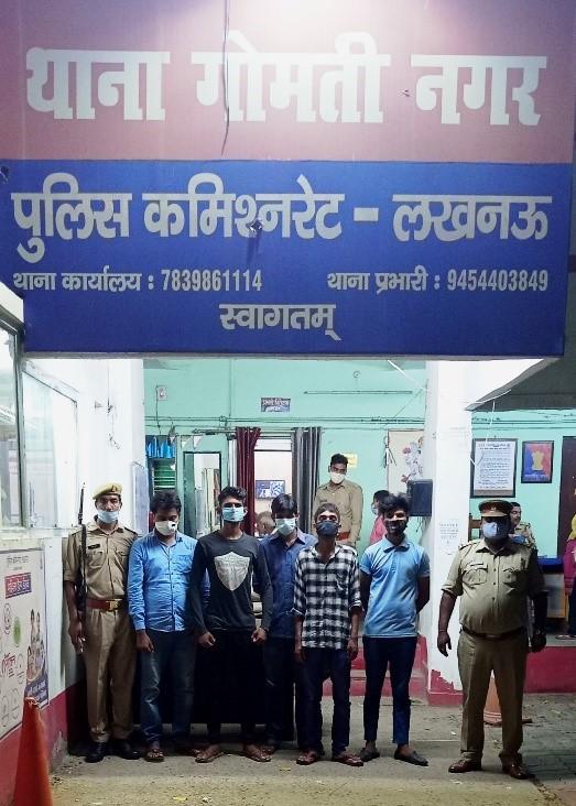 लखनऊ में पुलिस ने दो रेस्टोरेंट में दबिश देकर 10 आरोपियों को किया गिरफ्तार; हाईकोर्ट ने कोरोनाकाल में लगा रखा है बैन|लखनऊ,Lucknow - Dainik Bhaskar