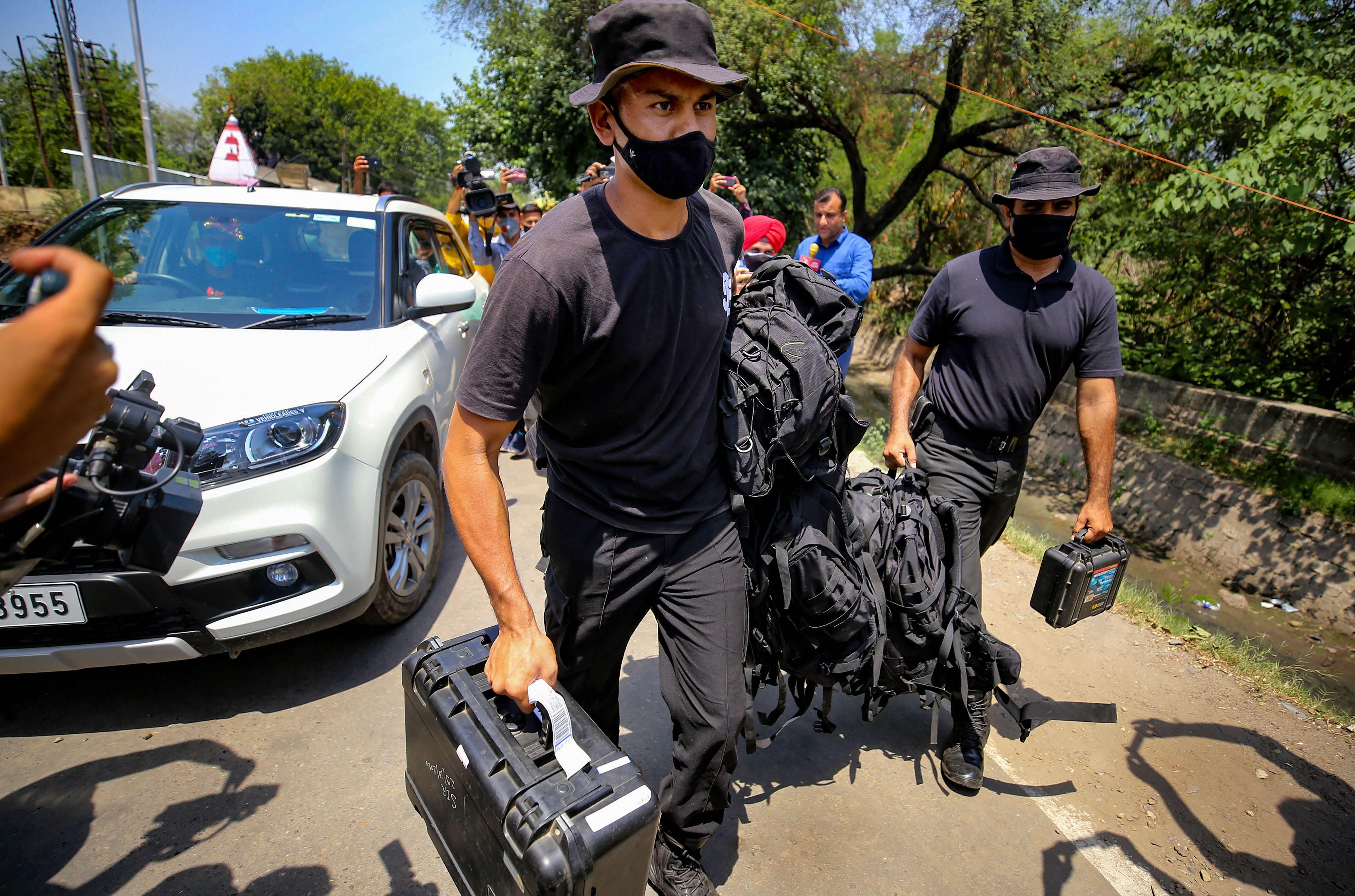 घटना के बाद जम्मू एयरपोर्ट पर स्पेशल फोर्स भेजी गई है।