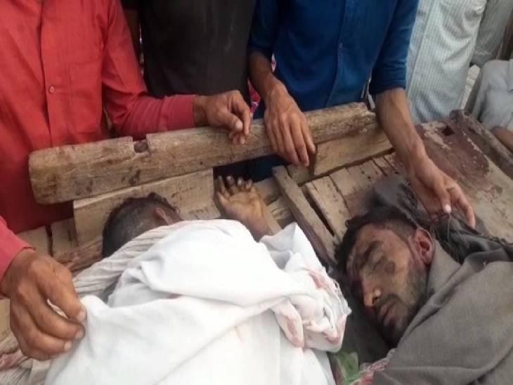 अनियंत्रित कैंटर ने घोड़ा गाड़ी में मारी टक्कर, दो की मौत; गुस्साए लोगों ने बस स्टैंड पर लगाया जाम मेरठ,Meerut - Dainik Bhaskar