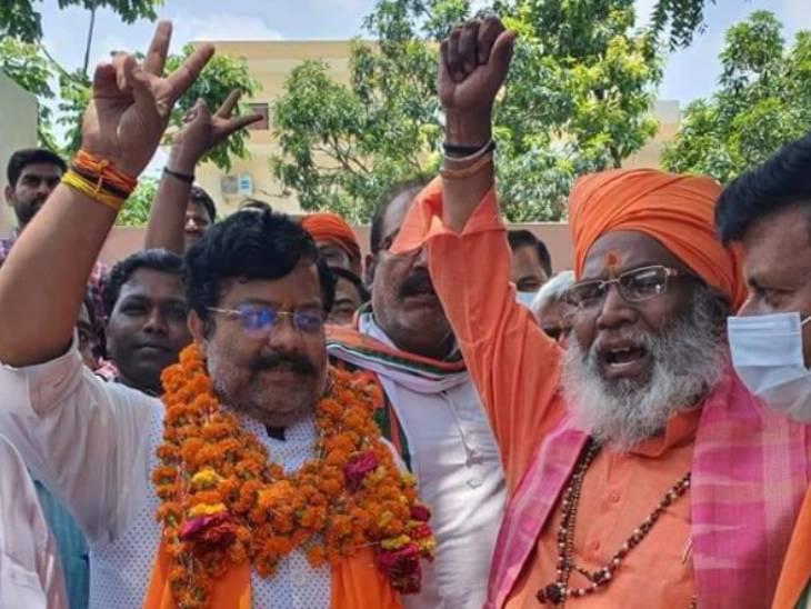 उन्नाव में बागी अरुण सिंह के समर्थन में खड़े नजर आए सांसद साक्षी महाराज और दो विधायक; भाजपा दो धड़ाें में बंटी नजर आई लखनऊ,Lucknow - Dainik Bhaskar