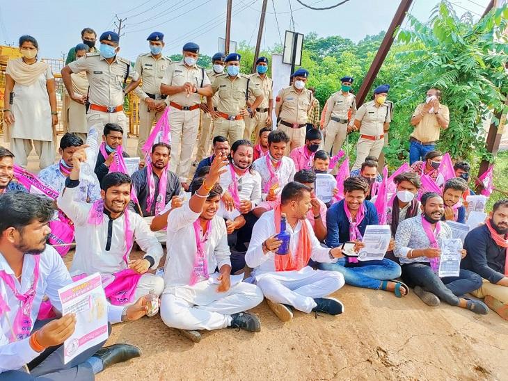 कान की मशीन लेकर मंत्री अमरजीत के बंगले पहुंच गए जनता कांग्रेस नेता, कहा- लोगों के मुद्दे पर बहरी हो गई सरकार रायपुर,Raipur - Dainik Bhaskar