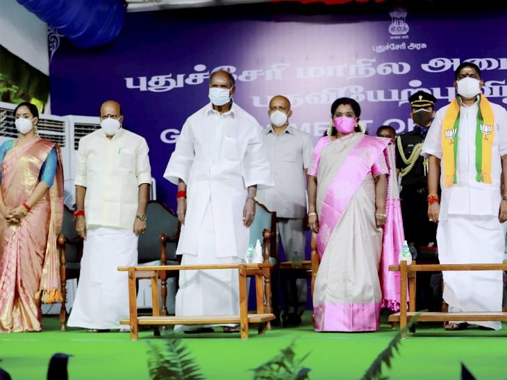 उपराज्यपाल तमिलिसाई सुंदरराजन ने राज निवास के सामने हुए कार्यक्रम में ए नमस्सिवयम, के लक्ष्मीनारायणन, सी जेकौमर, चंदिरा प्रियंगा और एके साई जे सरवन कुमार को मंत्री पद की शपथ दिलाई। - Dainik Bhaskar