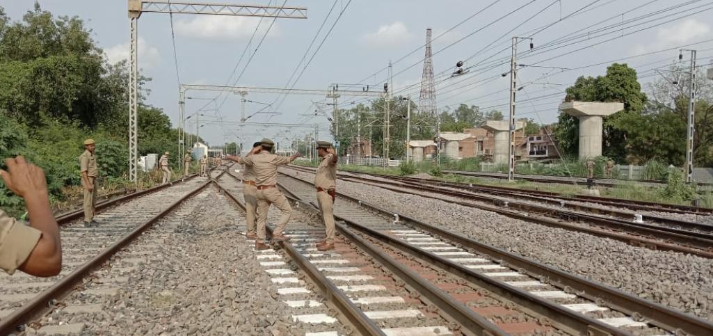 राष्ट्रपति रामनाथ कोविंद के लखनऊ आने से सुबह डेढ़ घंटे तक के लिए 4 ट्रेनों के प्लेटफार्म में किया गया बदलाव|कानपुर,Kanpur - Dainik Bhaskar