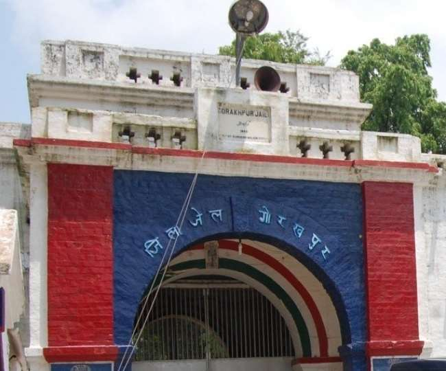 गोरखपुर जेल में गुटबाजी की आशंका, अलग- अलग जेलों में शिफ्ट होंगे माफिया प्रदीप व सुधीर; माफिया सुधीर महराजगंज तो प्रदीप को देवरिया जेल भेजा गया|गोरखपुर,Gorakhpur - Dainik Bhaskar