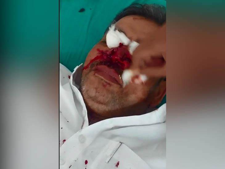 मोगा में लॉकडाउन में साफ-सफाई करने पहुंचे दुकानदार पर रॉडसे हमला, घटना CCTV कैमरे में कैद|पंजाब,Punjab - Dainik Bhaskar