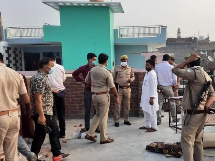 बदमाशों ने घर में घुसकर गोलियां बरसाईं, कपड़ा व्यापारी और उसके दो बेटों की मौत, पत्नी की हालत गंभीर|उत्तरप्रदेश,Uttar Pradesh - Dainik Bhaskar