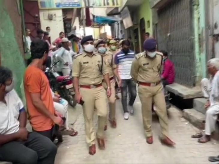 घटना की जानकारी होते ही मौके पर पुलिस के कई बड़े अफसर पहुंचे।