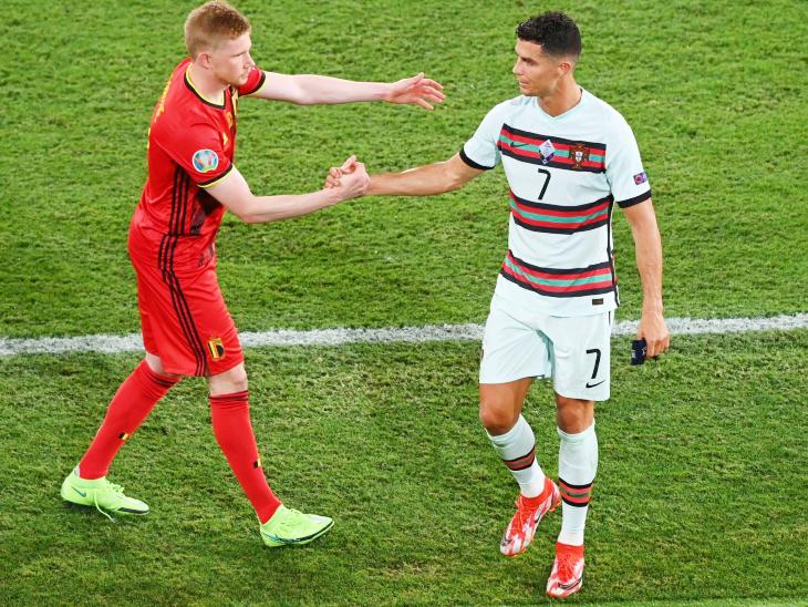 मैच के बाद रोनाल्डो से मिलते बेल्जियम के स्टार केविड डि ब्रुइन।