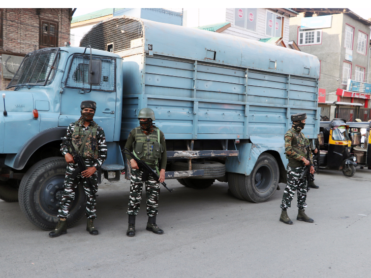अवंतीपोरा में आतंकियों ने घर में घुसकर SPO और उनकी पत्नी की हत्या की, फायरिंग में घायल बेटी की भी मौत|देश,National - Dainik Bhaskar