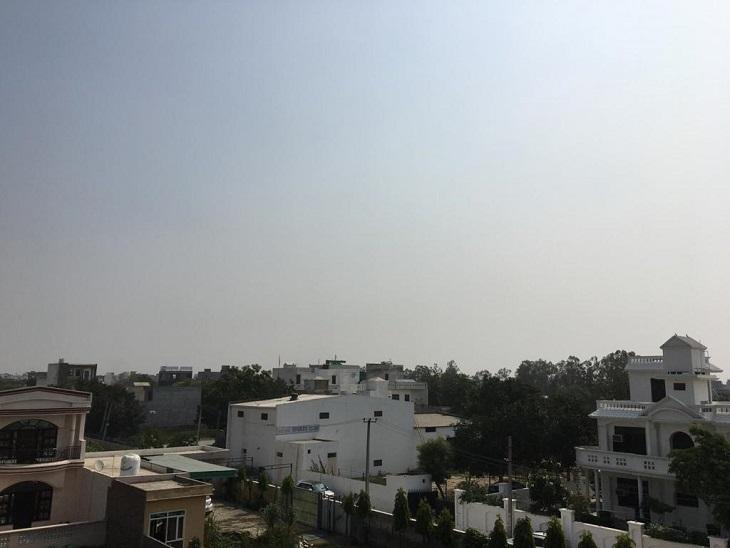 चरम पर पहुंच रही गर्मी, दो डिग्री बढ़ा तापमान, अभी नहीं बारिश के आसार; मौसम साफ होने के कारण दिनभर सताएगी गर्मी, लू और उमस|पानीपत,Panipat - Dainik Bhaskar