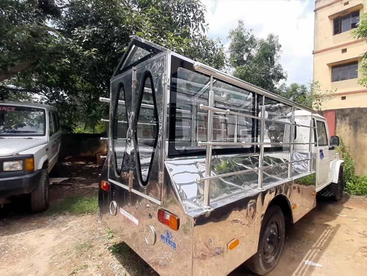 घाटशिला अनुमंडल अस्पताल को शव वाहन जिला प्रशासन ने करीब एक माह पूर्व उपलब्ध कराया था।