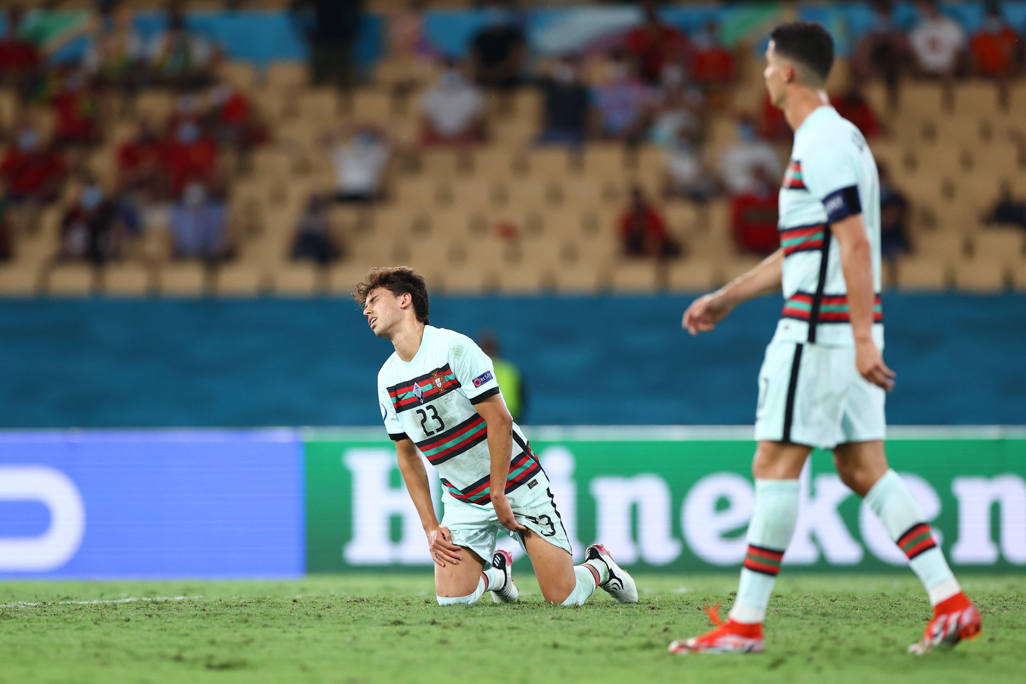 हार के बाद निराश पुर्तगाल के जोआओ फेलिक्स और रोनाल्डो।