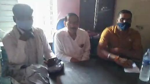 दतिया में परियोजना अधिकारी और क्लर्क पोषण आहार के भुगतान में मांग रहे थे रिश्वत, 11 हजार रुपए लेते लोकायुक्त पुलिस ने पकड़ा भिंड,Bhind - Dainik Bhaskar