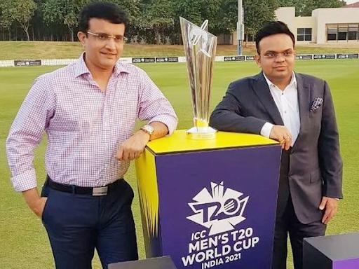 BCCI अध्यक्ष सौरव गांगुली (बाएं) और सचिव जय शाह ने सोमवार को ही टूर्नामेंट को UAE में शिफ्ट करने की पुष्टि कर दी थी।