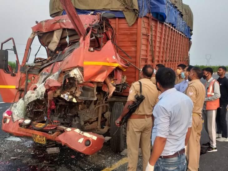 फिरोजाबाद में सड़क किनारे खड़ी बस में डीसीएम ने पीछे से मारी टक्कर, दोनों गाड़ियों के ड्राइवर समेत 5 की मौत|आगरा,Agra - Dainik Bhaskar