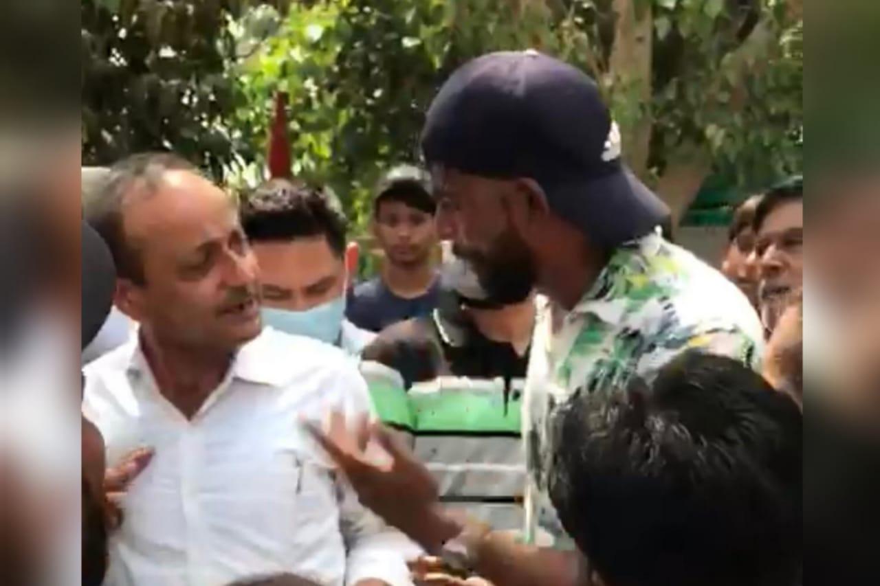जालंधर में लोगों ने याद दिलाए चुनावी वायदे तो कांग्रेसी MLA राजिंदर बेरी बोले- इस तरह का ड्रामा करना है तो करते रहो|जालंधर,Jalandhar - Dainik Bhaskar