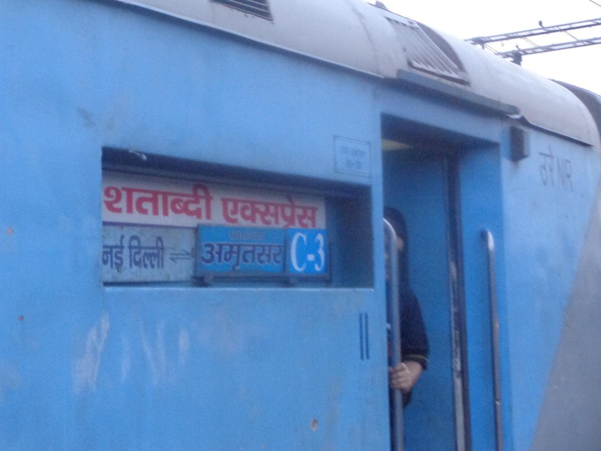 कल से चलेगी न्यू दिल्ली-अमृतसर शताब्दी और अमृतसर-सहरसा गरीब रथ, 39 पैसेंजर ट्रेनें भी लौटेंगी ट्रैक पर जालंधर,Jalandhar - Dainik Bhaskar