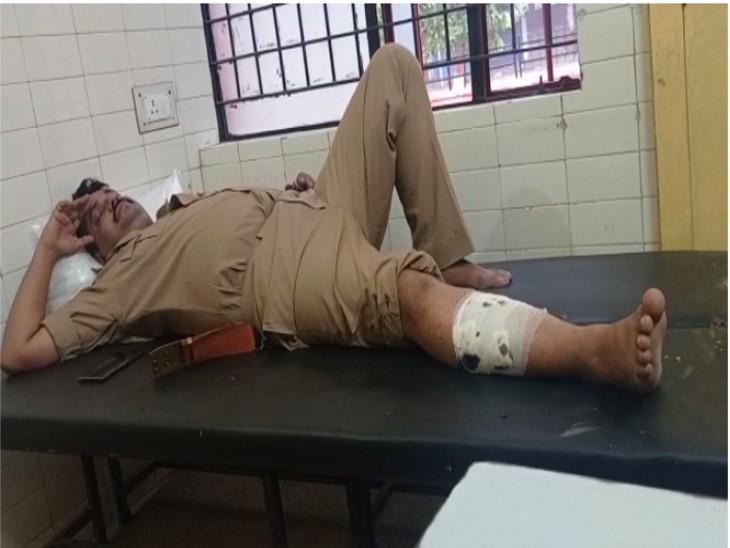 तस्करों ने पुलिस पर की ताबड़तोड़ फायरिंग; पुलिस ने 25 हजार के इनामी सहित चार को गिरफ्तार किया, SHO को लगी गोली लखनऊ,Lucknow - Dainik Bhaskar
