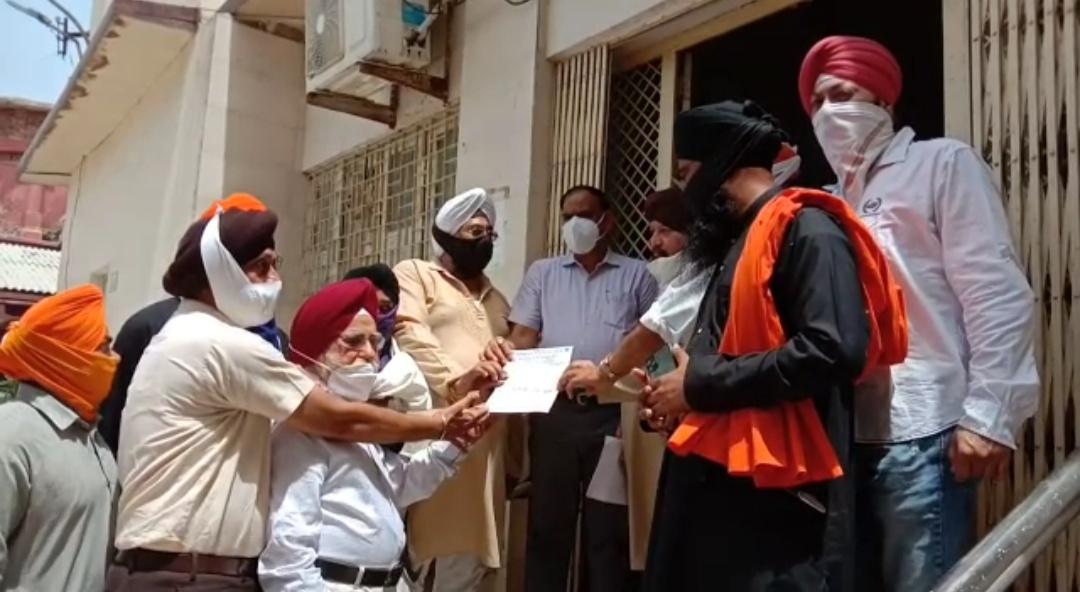 आगरा में सिख समाज के लोगों ने रोष जताया, एडीएम को ज्ञापन सौंपकर पीएम मोदी से आरोपियों को सजा दिलाने की मांग की|आगरा,Agra - Dainik Bhaskar