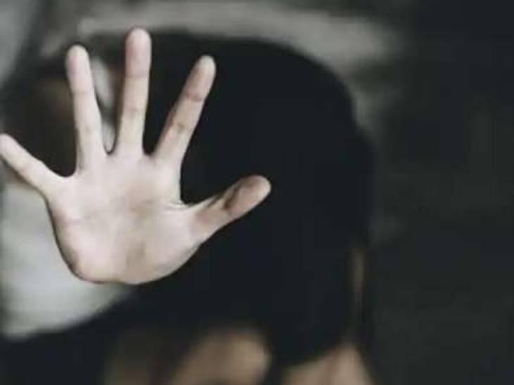 किशोरी ने 7 लड़कों पर लगाया था आरोप, तहरीर में सिर्फ 2 आरोपियों का जिक्र...पुलिस ने दोनों को गिरफ्तार किया|प्रयागराज (इलाहाबाद),Prayagraj (Allahabad) - Dainik Bhaskar