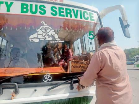 11 दिन बाद ठेकेदार ने सिटी बसों पर लिखवाए रूट नंबर रोहतक,Rohtak - Dainik Bhaskar