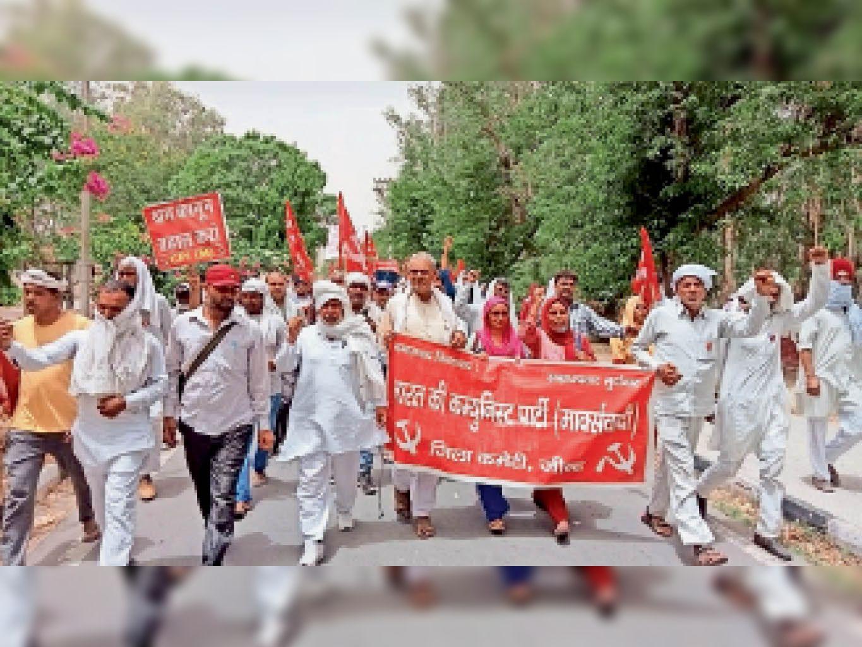 महंगाई के विरोध में माकपा ने किया शहर में प्रदर्शन, पेट्रोलियम पदार्थों पर उत्पाद टैक्स कम करने की मांग जींद,Jind - Dainik Bhaskar