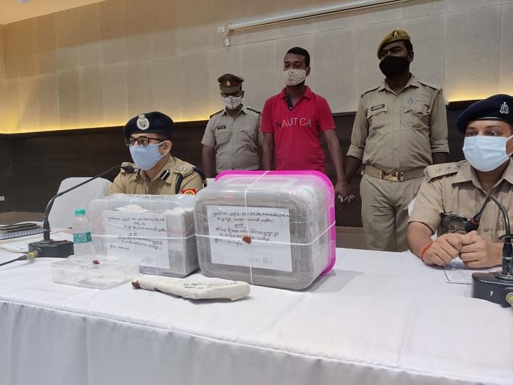 वाराणसी में पुलिस ने 50 हजार के इनामी बदमाश को किया गिरफ्तार, लूटे गए 4.5 लाख रुपये और असलहा बरामद|वाराणसी,Varanasi - Dainik Bhaskar