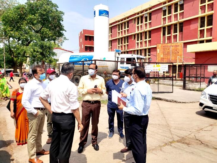 झांसी मेडिकल कॉलेज में ऑक्सिजन प्लांट और कोविड के तीसरी लहर की तैयारियों को लेकर की समीक्षा, 20 जुलाई प्लांट शुरू करने के दिए निर्देश|झांसी,Jhansi - Dainik Bhaskar