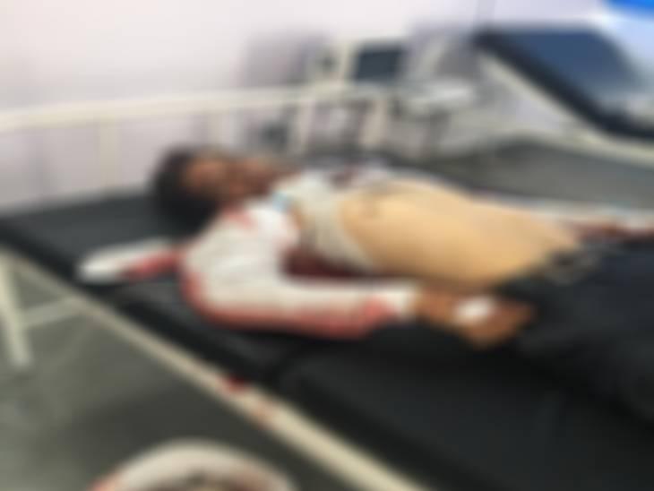 सहारनपुर में पोल पर चढ़े संविदा विद्युत कर्मचारी की करंट लगने से मौत, शटडाउन लेने के बाद चढ़ा था लाइन पर...किसी ने फीडर खोल दिया|सहारनपुर,Saharanpur - Dainik Bhaskar