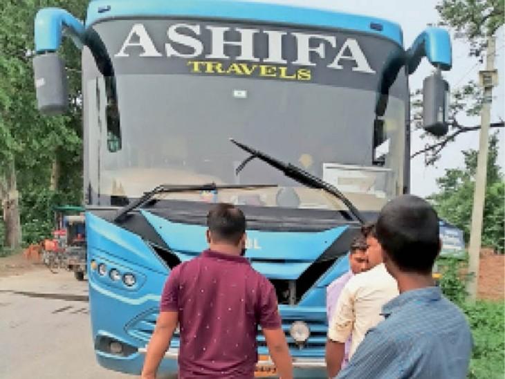 इसी बस में बच्चों को ले जाया जा रहा था - Dainik Bhaskar
