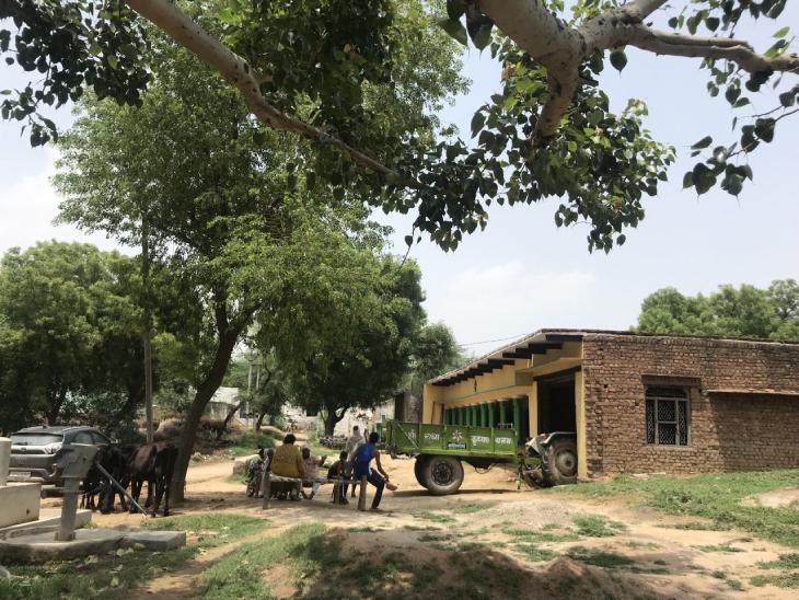 सेक्सटॉर्शन जैसे क्राइम से आसानी से आए पैसे का असर भरतपुर के मेवात के गांवों में दिखता भी है। दस साल पहले कच्चे मकानों वाले गांवों में अब बड़े-बड़े पक्के मकान और कारें नजर आती हैं।