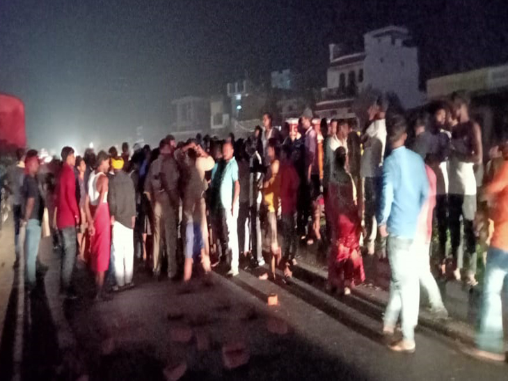 अडवेंट हॉस्पिटल के डॉक्टरों पर लगा इलाज में लापरवाही का आरोप, परिजनों ने गोरखपुर-देवरिया मार्ग पर शव को रखकर लगाया जाम|गोरखपुर,Gorakhpur - Dainik Bhaskar
