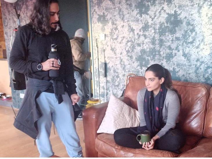 थिएटर की बजाए अब सीधे डिजिटली रिलीज होगी सोनम कपूर की कमबैक फिल्म 'ब्लाइंड', तीन ओटीटी प्लेटफॉर्म से चल रही है चर्चा बॉलीवुड,Bollywood - Dainik Bhaskar