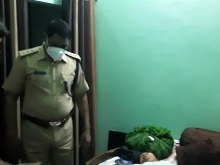 महिला ने नहीं खुद को किया बेडरूम में लॉक, बिलखते हुए बेटी पड़ोसियों से बोली-मम्मी दरवाजा नहीं खोल रही; बिस्तर पर मिला शव|सहारनपुर,Saharanpur - Dainik Bhaskar